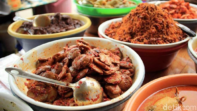 Kuliner nasi kapau di Bazaar Takjil Ramadan, Pasar Benhil (Randy/detikTravel)