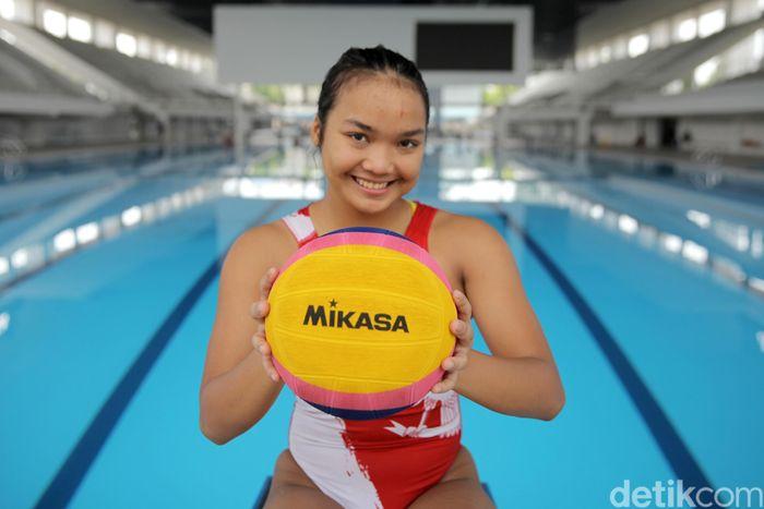 Alya Nadira Trifiansyah menjadi salah satu atlet nasional polo air yang akan unjuk gigi di Asian Games 2018.