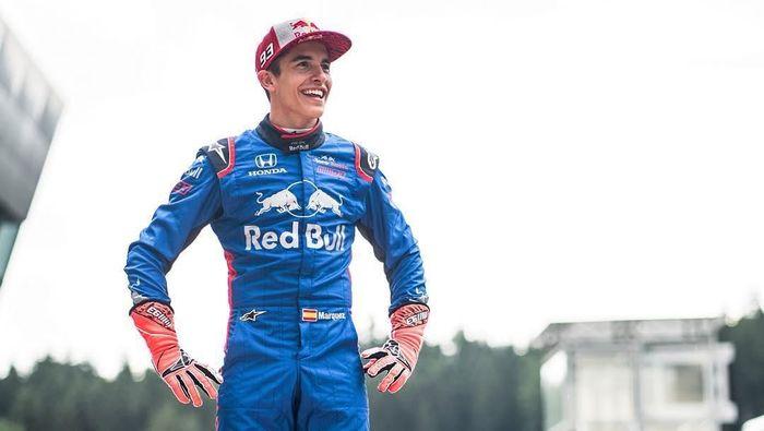 Marc Marquez mendapatkan kesempatan untuk menjajal mobil Formula 1 (Foto: Instagram @marcmarquez93)