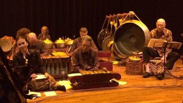 Alunan Gamelan Jawa dan Pentas Wayang Kulit Pukau Penonton Belanda