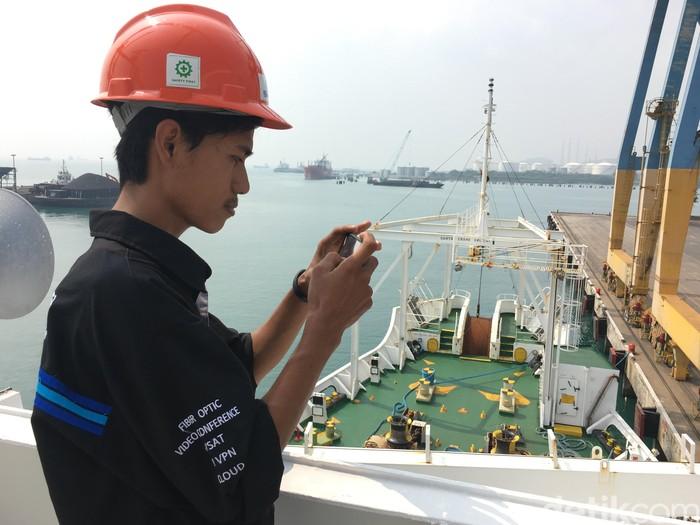 Suasana di kapal. Foto: Agus Tri Haryanto/inet