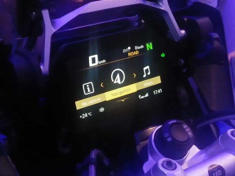 Layar TFT BMW Motorrad. Foto: Khairul Imam Ghozali