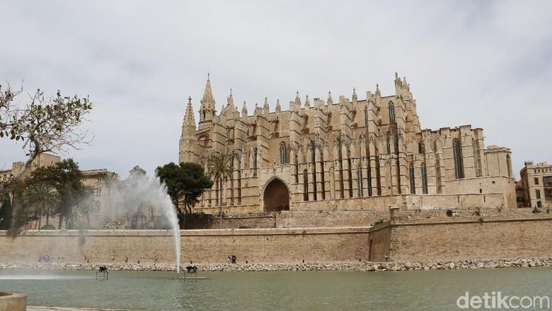 Foto: Masjid yang menjadi Katedral Palma de Mallorca atau La Seu (Dadan/detikTravel)