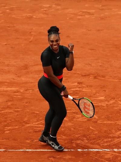 Serena Williams memakai catsuit hitam ala Wakanda. Foto: Cameron Spencer/Getty Images