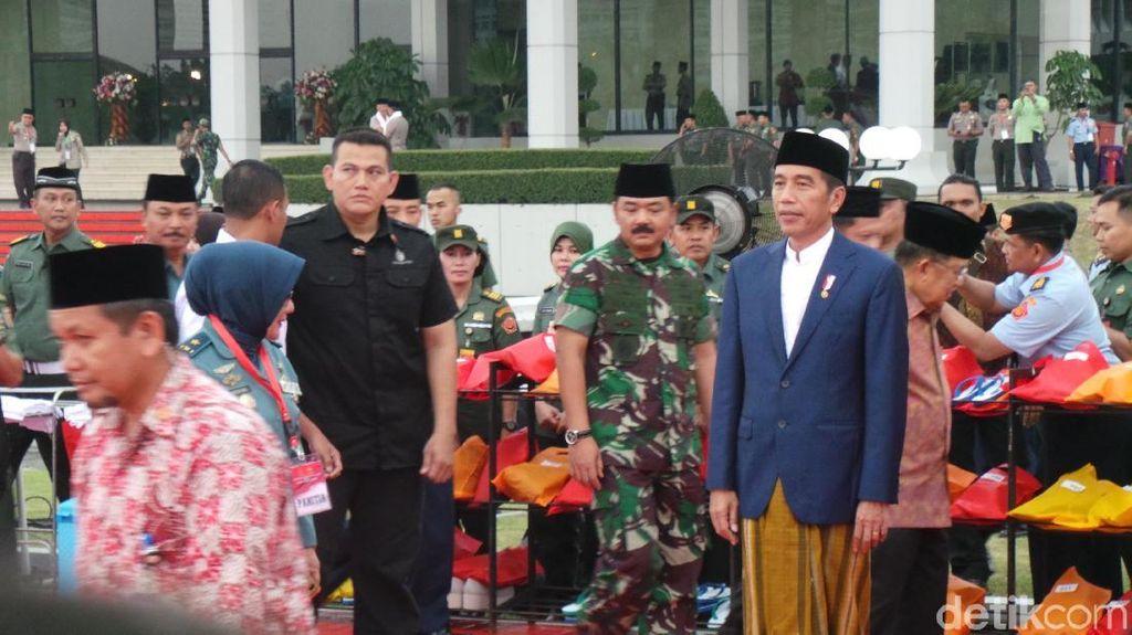 Gatot Nurmantyo Ikut Bukber Bersama Jokowi di Mabes TNI