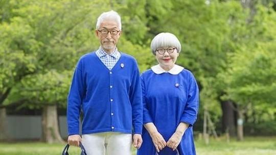 Couples Goals! Gaya Kakek Nenek yang Bikin Baper