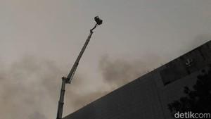 Bronto Skylift Dikerahkan untuk Padamkan Kebakaran di Area PRJ
