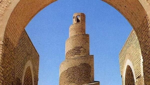 Namun sayang, masjid dihancurkan oleh tentara penguasa Mongol Hulagu Khan selama invasi ke Irak pada 1278. Tembok serta menara seringgi 52 meter adalah yang bagian masjid yang tersisa. (Instagram)