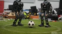 Robot ITS Juara Bertahan Siap Gocek Bola di Roboworld Cup