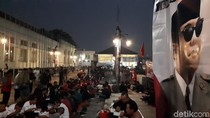 Peringati Harlah Sukarno ke-117, Simpatisan PDIP Botram di Jalanan