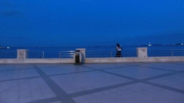 Laut Kaspia dari Baku Boulevard atau Dənizkənarı Milli Park