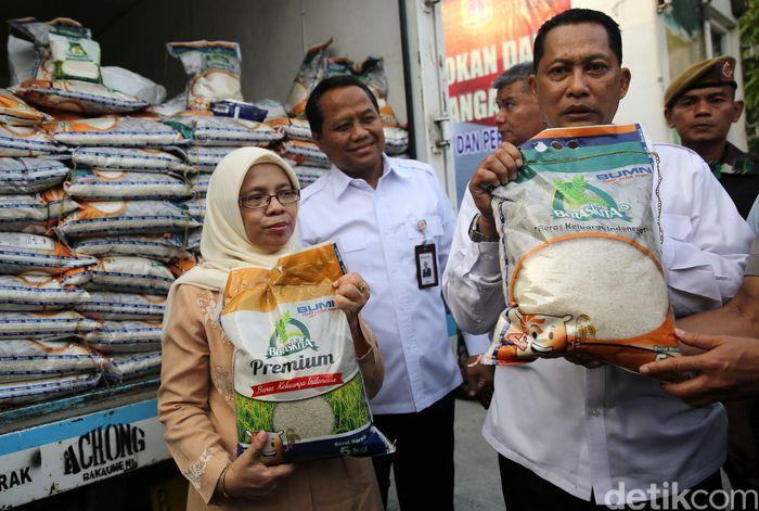 Salah satu komoditi pangan yang dijual dalam kegiatan ini yakni Beras Kita Premium.