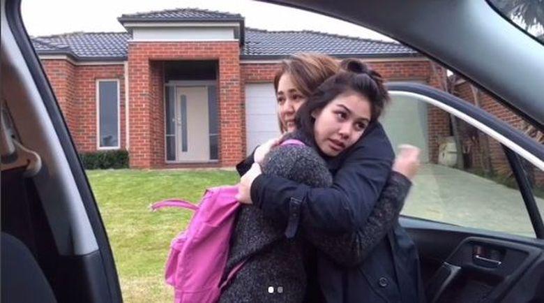 Sissy Priscilla dan Vanesha Prescilla mengunggah video yang membuat haru para netizen. Dok. Instagram/sysiio