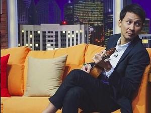 Kocak! Vincent Jatuh dari Panggung saat Nge-Host Bareng Desta
