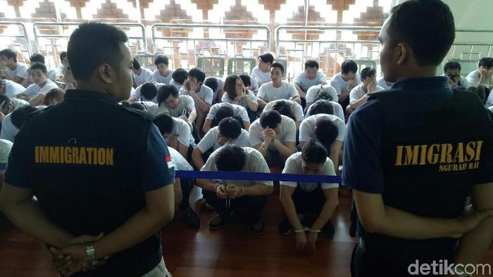 105 Wn China Penipu Online Dideportasi Dari Bali