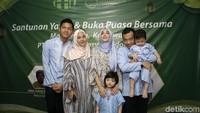 Untuk lebaran nanti, keluarga ini akan berlebaran ke Malang. Foto: Hanif Hawari/detikHOT