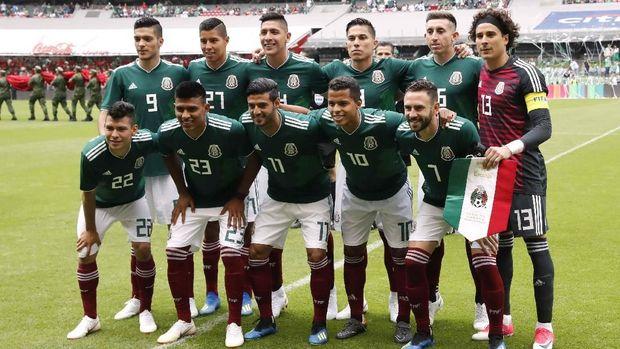 Pelatih bela para pemain timnas Meksiko yang berpesta ke kelab malam. (
