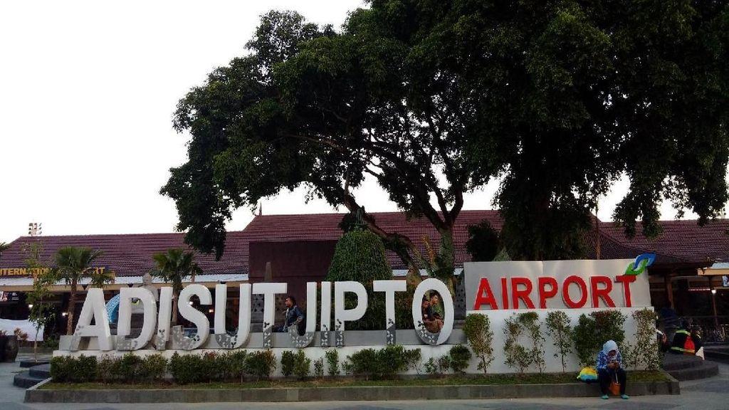 Landasan Pacu  Bandara Yogya Terkelupas, 6 Penerbangan Dialihkan