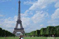 Menikmati Eiffel dari taman-taman di sekitarnya