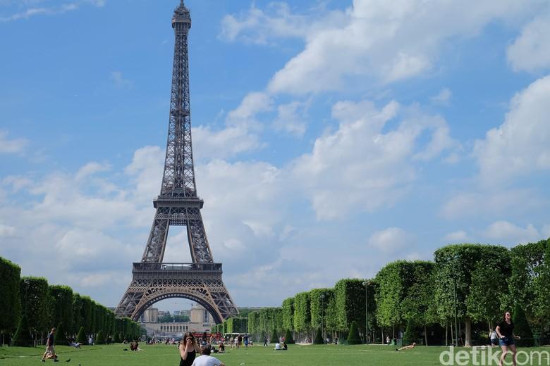 Pria Berpisau Sandera dan Guyur Bensin 2 Wanita di Paris