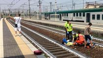 Selfie Pria Berlatar Belakang Perempuan Cedera Gemparkan Italia