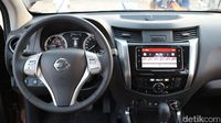 Interior Nissan Terra.