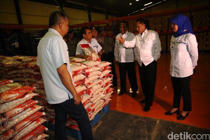 Beras Kita Premium 5 Kg dijual dengan harga Rp 59.000 hingga Rp 61.000. Sementara Beras Kita Medium 5 Kg dengan harga Rp 43.000 hingga Rp 45.000.
