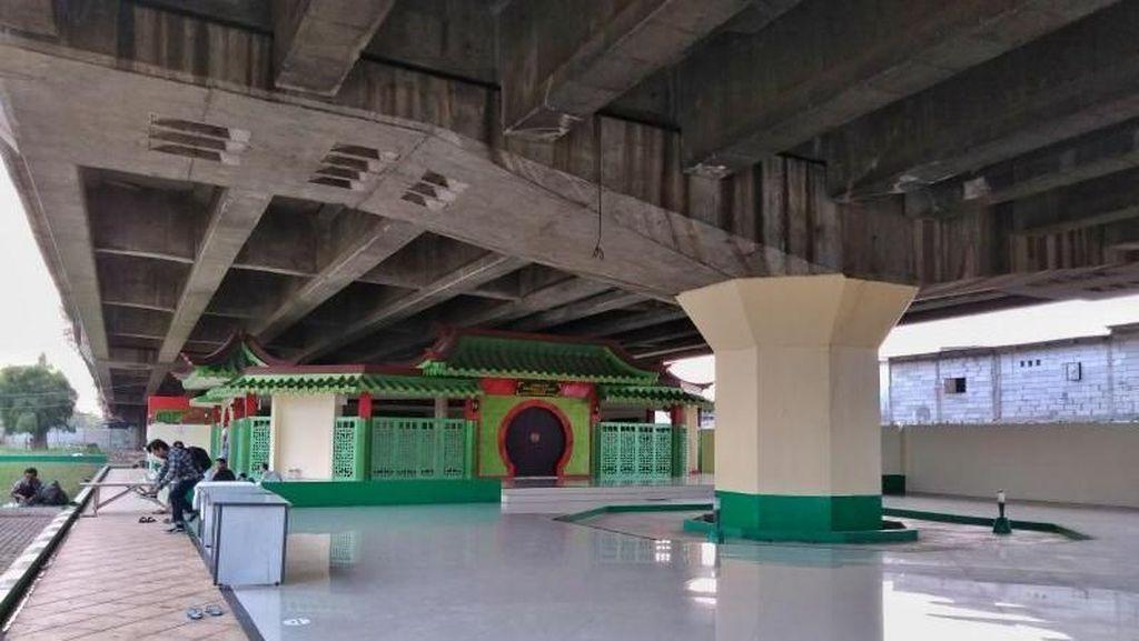 Siapa Sangka, Ada Masjid Unik di Bawah Jalan Tol Jakarta Utara