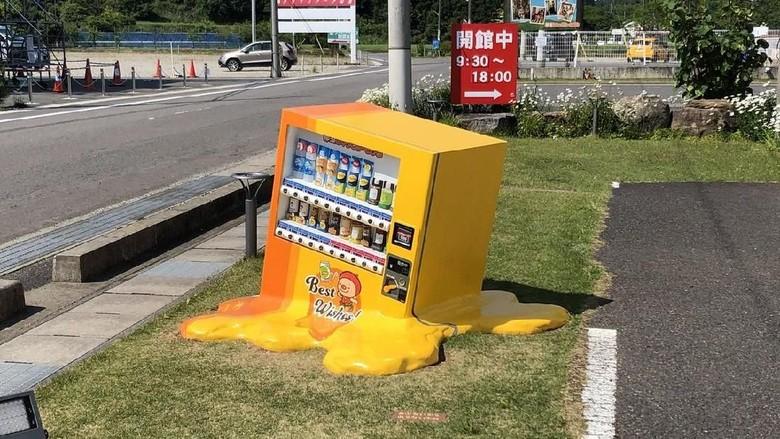 Foto: Instalasi berbentuk vending machine unik di Jepang (ganjin_Kamaboko/Twitter)