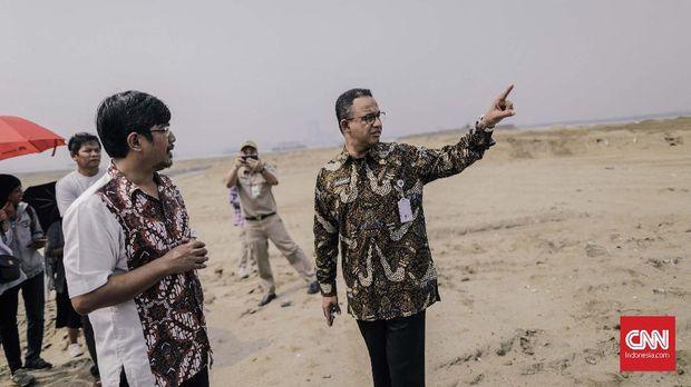 Gubernur DKI Jakarta Anies Baswedan mengecek lokasi lahan pembangunan Pulau Reklamasi Teluk Jakarta, Kamis, 7 Juni.