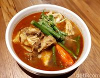 Daun Muda: Buka Puasa Mantap dengan Nasi Goreng Sosis Wagyu dan Ayam Pentol