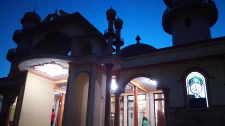 Masjid Nuruddin Di Bawah Langit Senja