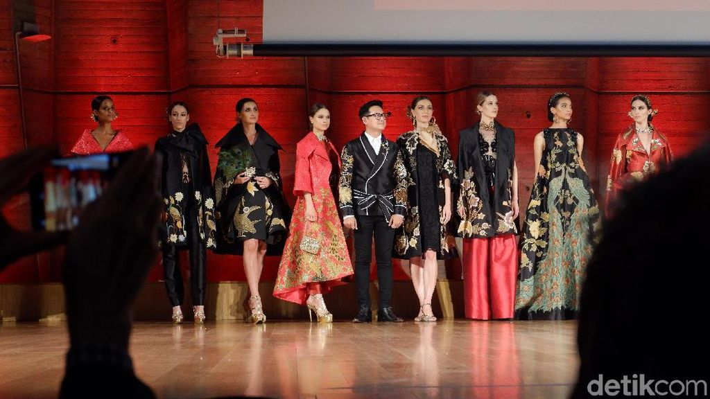 Ini Buktinya Warga Paris Antusias Lihat Pameran Batik Indonesia