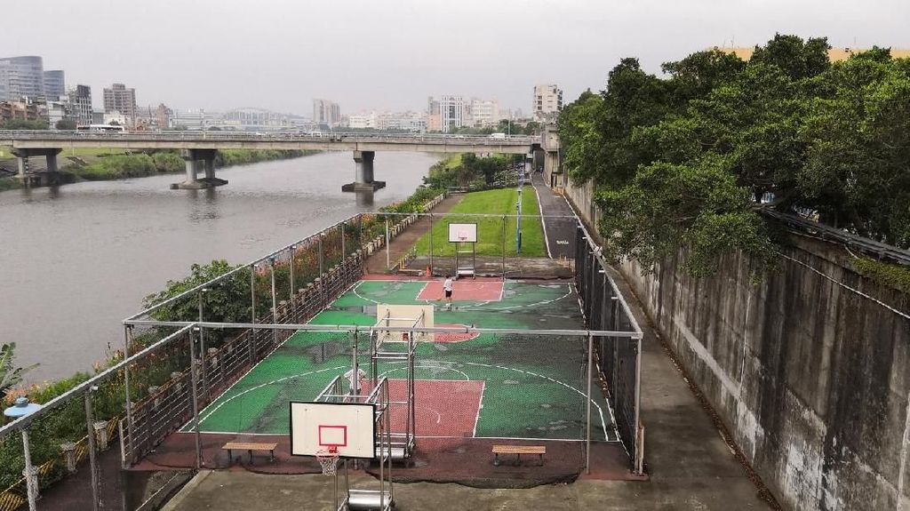 Bersih dan Bebas Asap, Begini Penampakan Ruang Olahraga Publik di Taipei