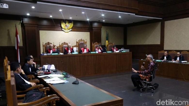 Hakim di Sidang Bimanesh: Mudah-mudahan Tuntutan Tak Maksimal