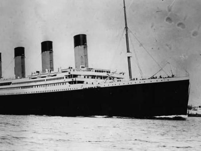 kapal selam ke titanic