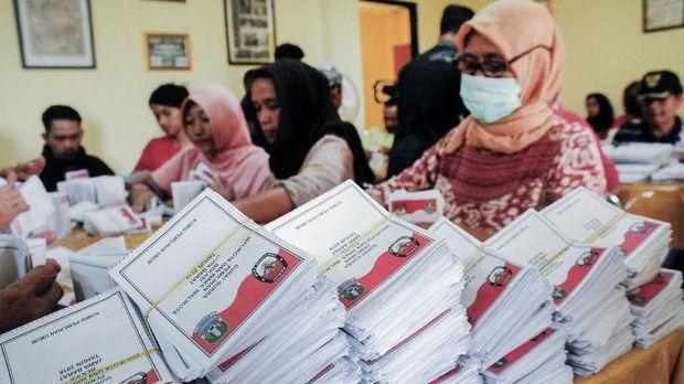 Foto Jokowi di Surat Suara, Kamuflase Dekat Kubu 212