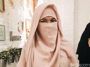 Desainer Ini Buktikan Cadar Tetap Laris Walau Pernah Dipakai Teroris