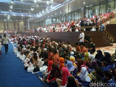2 Ribu Anak Yatim Buka Bersama Menteri Rini di De Tjolomadoe