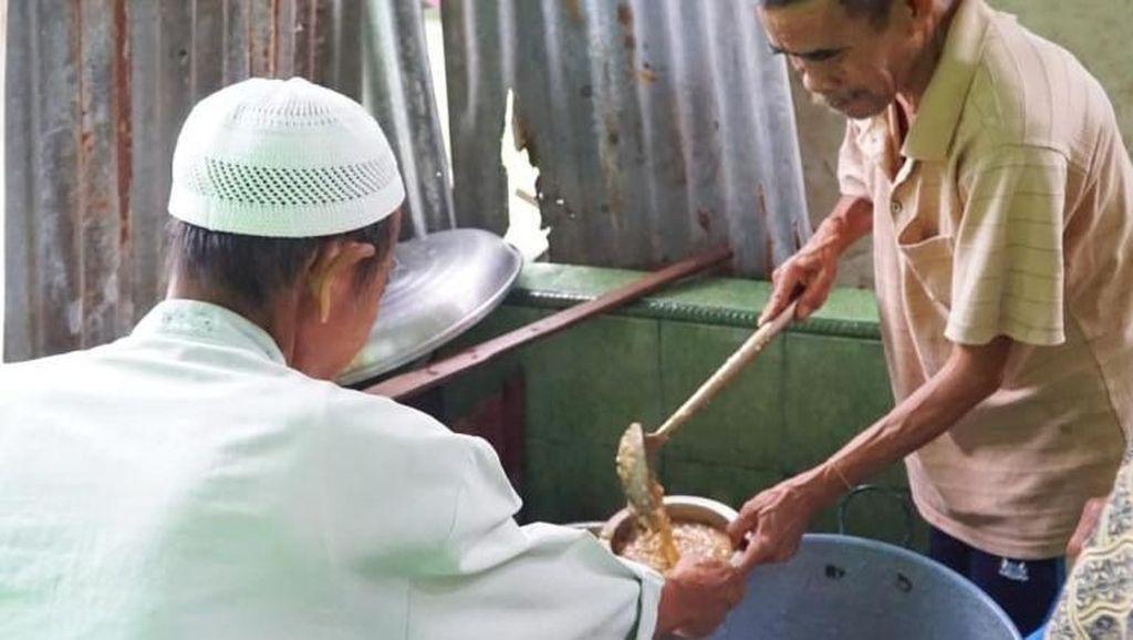 Tradisi Ramadan di Palembang: Bagi-bagi Bubur Daging yang Lezat