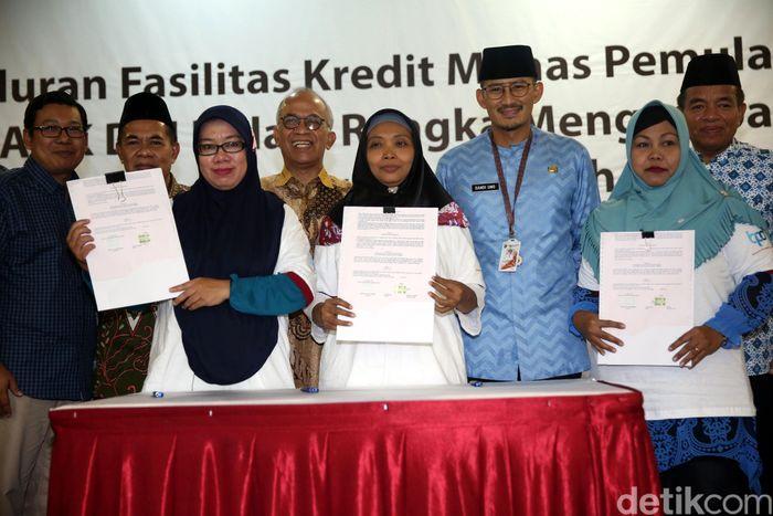 Sandiaga Uno menyaksikan penandatanganan kredit di Jakarta, Kamis (7/6/2018).