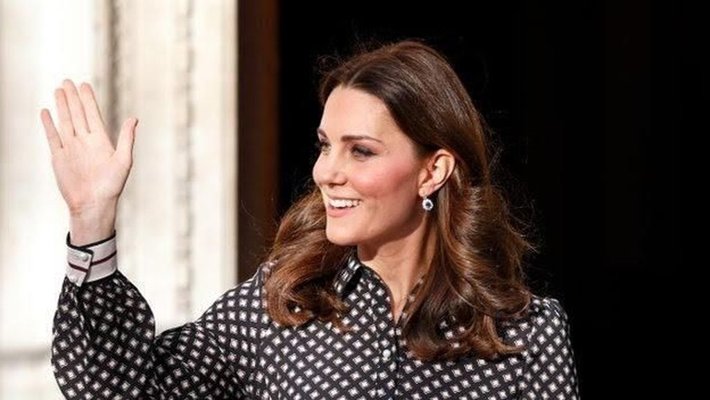 3 Momen Kate Middleton Stylish Pakai Kate Spade