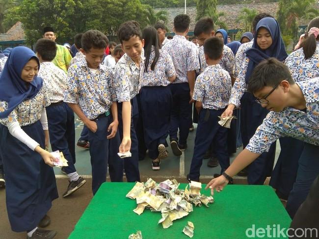 Heboh Hujan Uang di Halim