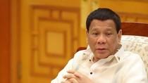 Hiii... Duterte Diganggu Kecoak Saat Pidato