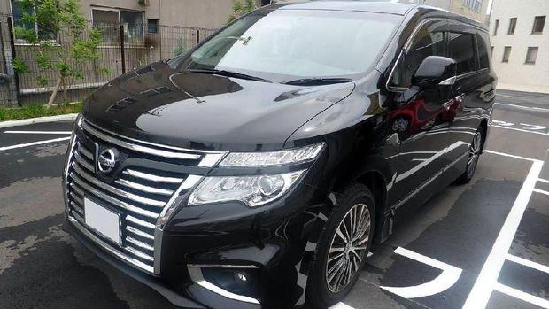 Nissan Elgrand tanpa ban Serep