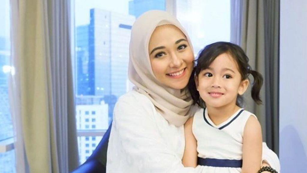 Makna Islami di Balik Nama Anak Kedua Poppy Bunga
