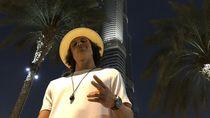 Foto: Gaya Liburan Si Kriwil David Luiz di Dubai