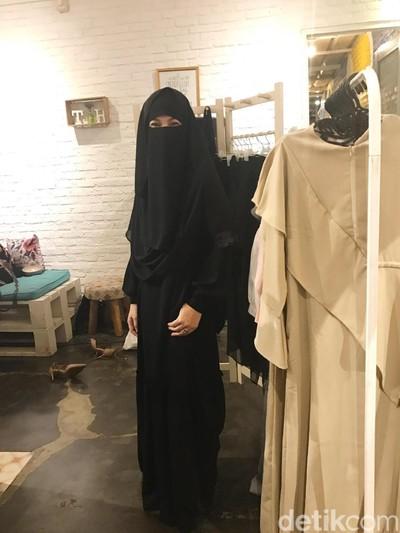Desainer Diana Nurliana membuat brand baru khusus untuk muslimah berniqab. Foto: Silmia Putri/Wolipop