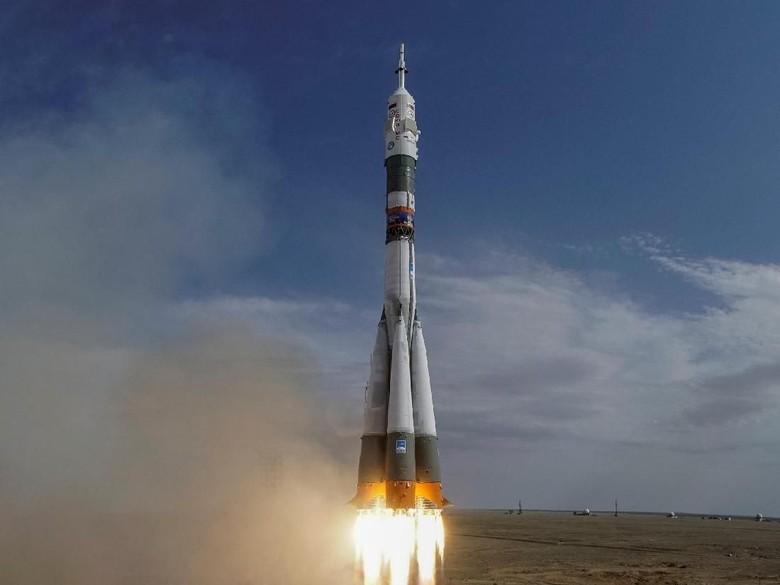 2 Astronot Terjun ke Bumi Usai Roket Soyuz Gagal Berfungsi
