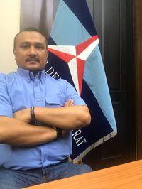 Protes Ferdinand Dijawab Tantangan Lari Habiburokhman